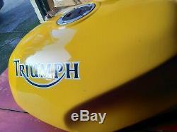 Triumph T300 900 Speedtriple Daytona Super 3 Fuel Tank Racing Yellow